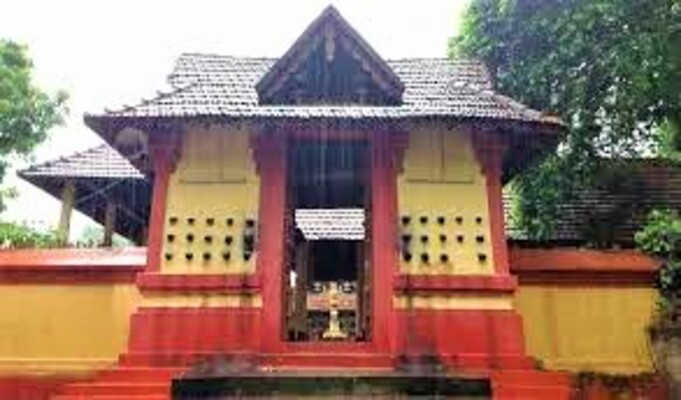 pilgrims in kollam, anandavalleeswaram temple