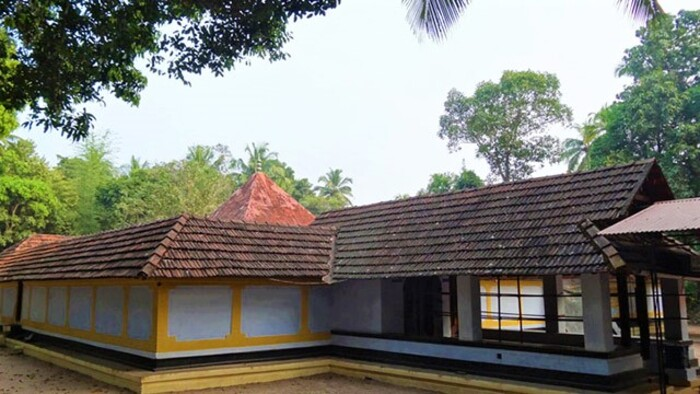 pilgrims in malappuram,garuda temple, places to visit in Kerala