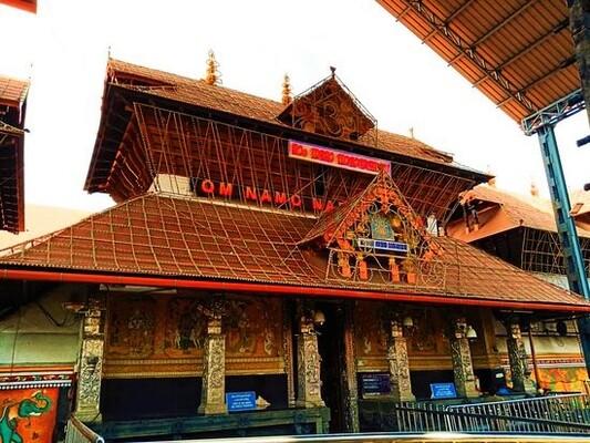 pilgrims in thrissur, guruvayur temple