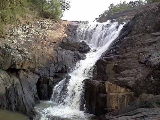 waterfalls in Wayanad, places to visit in kerala, kanthanpara waterfalls