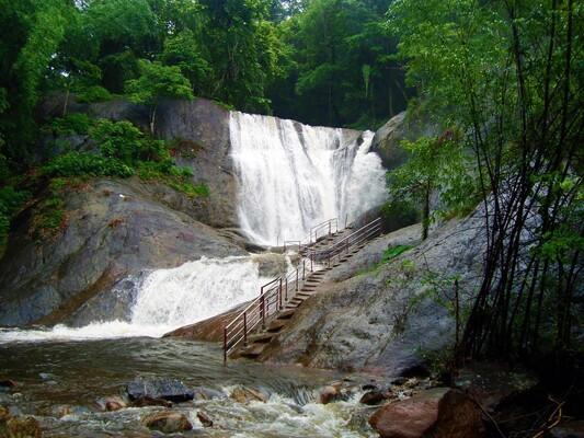 waterfalls in kollam, kumbhavurutty waterfalls