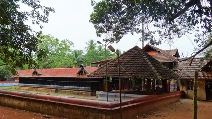 pilgrims in kozhikode, lokanarkavu temple
