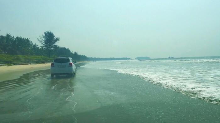 beaches in kannur, places to visit in kerala, kannur beaches, muzhappilangad beach