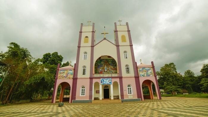 pilgrims in wayanad, pallikkunnu church
