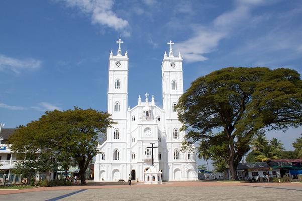 pilgrims in ernakulam, vallarpadom church