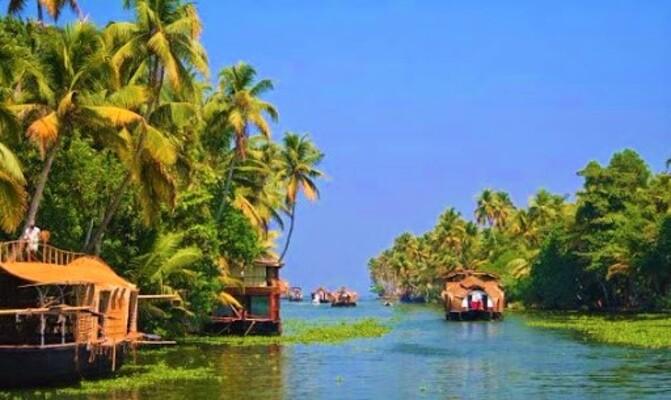 backwaters in alleppey, places to visit in kerala, kayamkulam lake