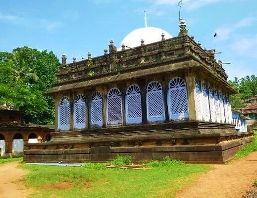 pilgrims in malappuram, pazhayangadi mosque