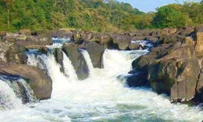 waterfalls in Pathanamthitta, places to visit in kerala, perunthenaruvi waterfalls